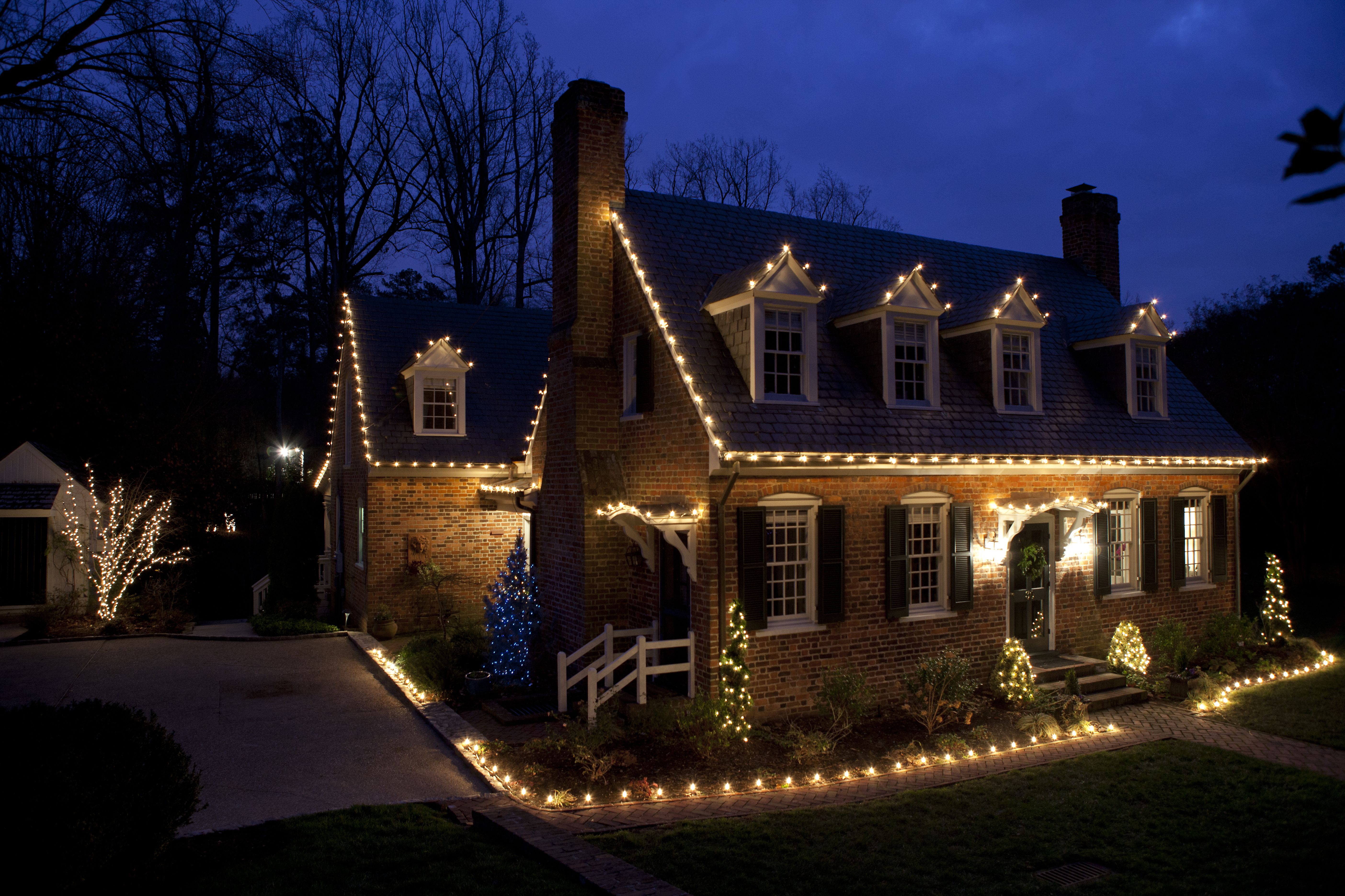 How to hang christmas lights - Hang Christmas Lights On Roof