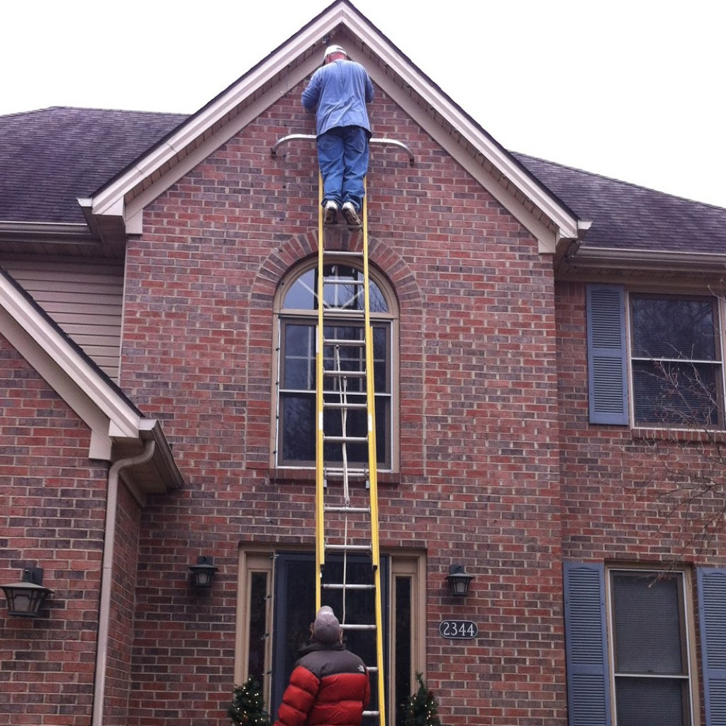 Avoid injuries while hanging christmas lights Hanging christmas lights